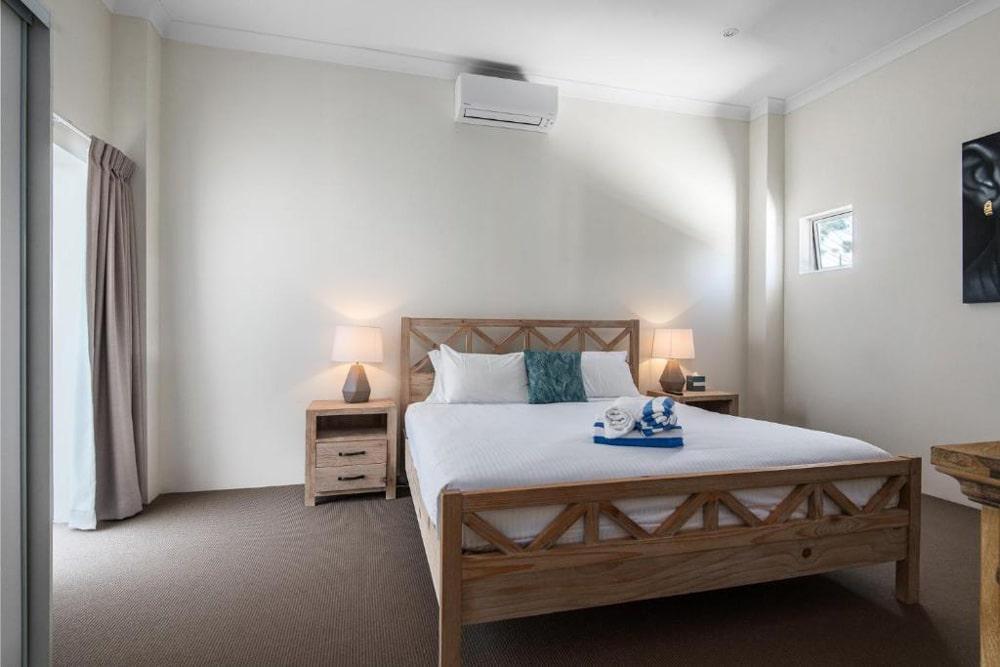 bedroom-downstairs